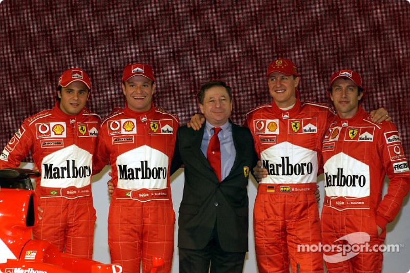 Felipe Massa, Rubens Barrichello, Jean Todt, Michael Schumacher y Luca Badoer con el nuevo Ferrari F