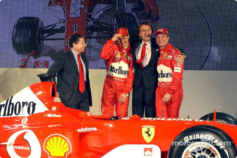 Luca di Montezemelo, Jean Todt, Michael Schumacher y Rubens Barrichello con el nuevo Ferrari F2003-G