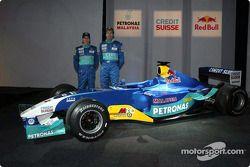 Heinz-Harald Frentzen y Nick Heidfeld con el nuevo Sauber Petronas C22