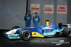 Heinz-Harald Frentzen con el nuevo Sauber Petronas C22