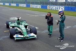 Mark Webber se detuvo en la pista