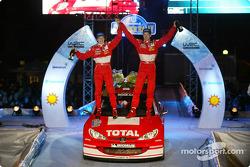 El podio: los ganadores Marcus Gronholm y Timo Rautiainen