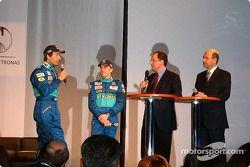 Heinz-Harald Frentzen, Nick Heidfeld y Peter Sauber en el escenario
