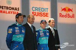 Heinz-Harald Frentzen, Peter Sauber y Nick Heidfeld en el escenario