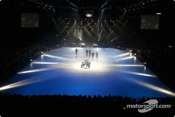 El nuevo Sauber Petronas C22 en el escenario