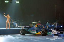 Actuación en vivo en el lanzamiento del Sauber Petronas C22