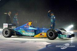 Nick Heidfeld y Heinz-Harald Frentzen con el nuevo Sauber Petronas C22