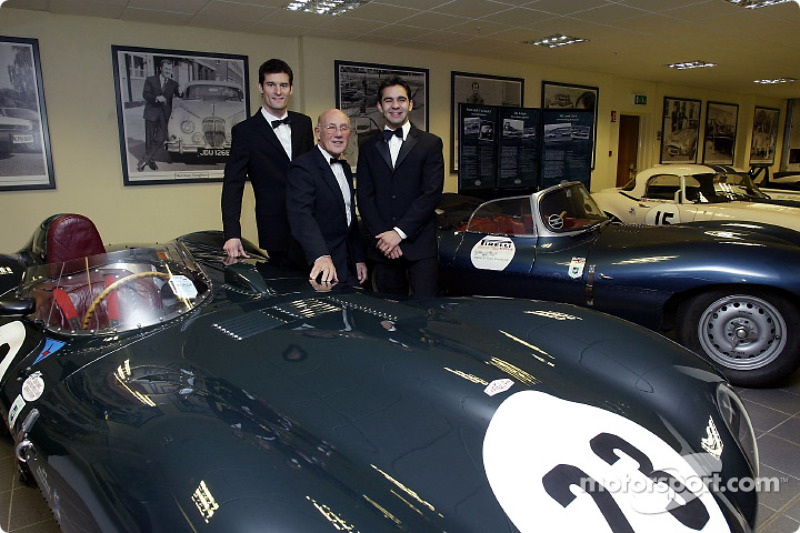 Sir Stirling Moss poses with Jaguar F1 drivers Mark Webber and Antonio Pizzonia at the launch of the