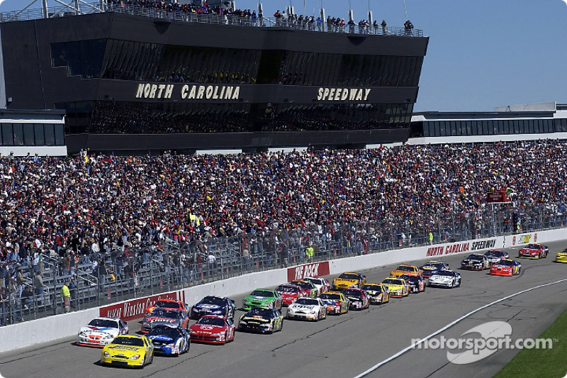 The start: Dave Blaney leads Mark Martin, Johnny Benson and the rest of the field