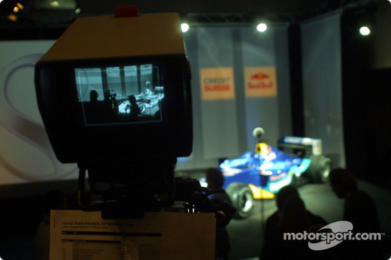 The new Sauber Petronas C22 on stage