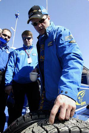 Tommi Makinen checks his tires