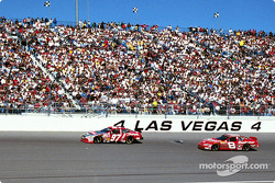Kurt Busch y Dale Earnhardt Jr.
