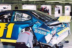 Auto dañado de Eddy McKean
