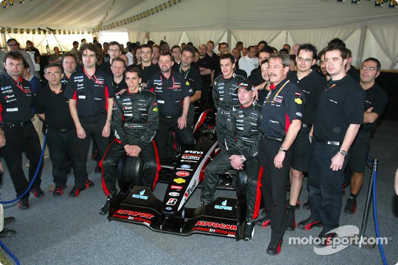 Justin Wilson, Matteo Bobbi, Paul Stoddart en Jos Verstappen met de nieuwe Minardi PS03