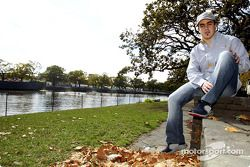 Fernando Alonso visita Melbourne