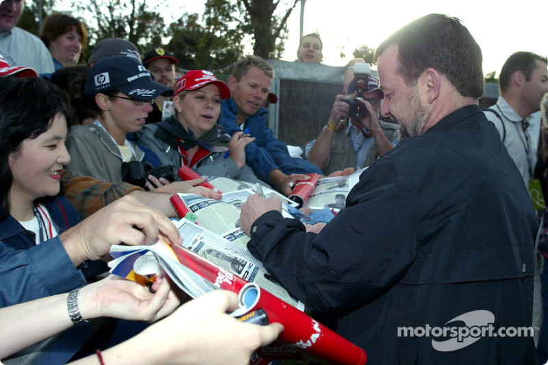 Paul Stoddart signs autographs