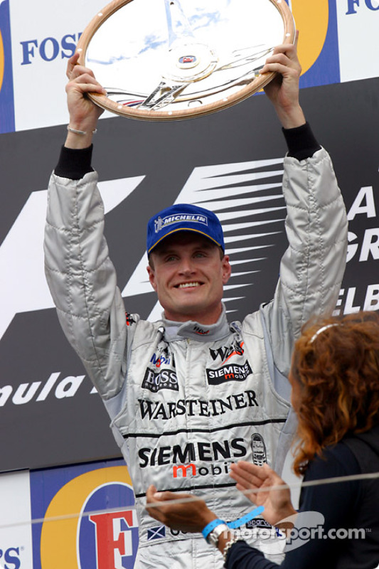 El podio: el ganador de la carrera, David Coulthard