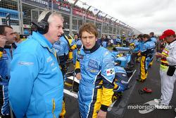 Pat Symmonds y Jarno Trulli en la parrilla de salida
