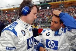 Sam Michael y Juan Pablo Montoya en la parrilla de salida