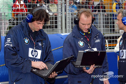 Williams-BMW engineers on the starting grid
