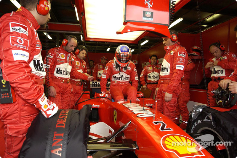 Rubens Barrichello gets ready