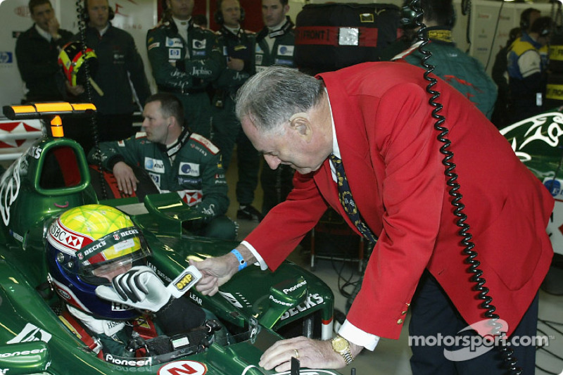 Sir Jack Brabham desea suerte a Mark Webber