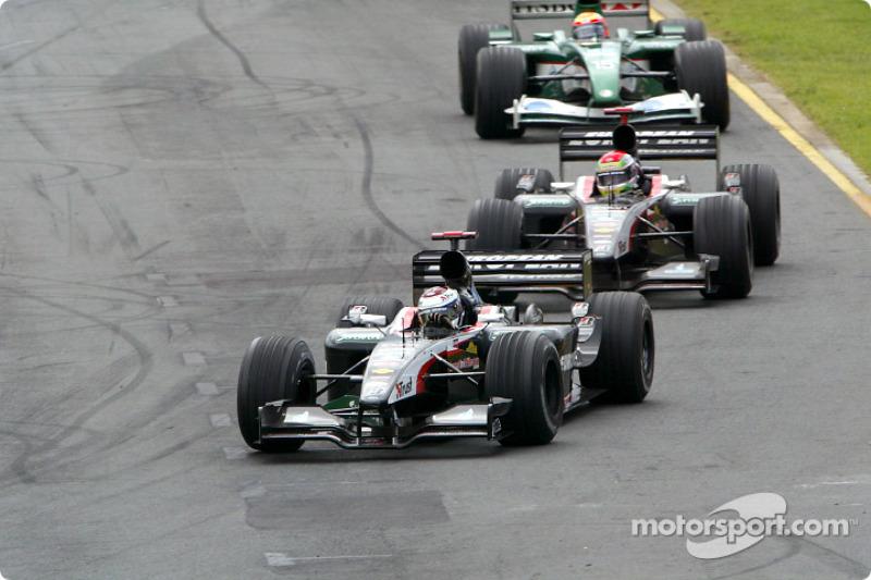 Jos Verstappen delante de Justin Wilson