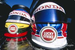 Los cascos de Jacques Villeneuve y Jenson Button