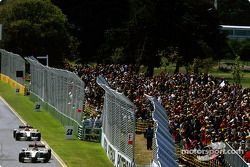 Jacques Villeneuve lidera a Jenson Button