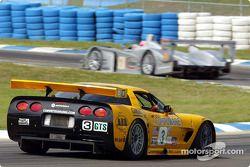 An Audi (LMP 900) and a Corvette (GTS) go through a Sebring turn