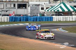 Petersen Motorsports Porsche 911 GT3 RS: Michael Petersen, Johnny Mowlem