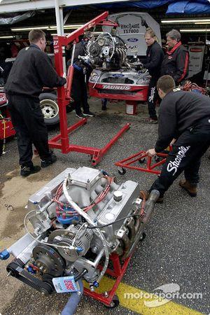 El equipo de Kurt Busch coloca un nuevo motor