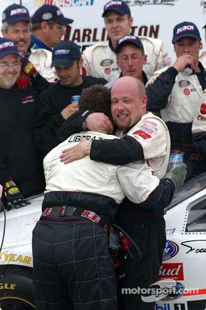 Todd Bodine celebra