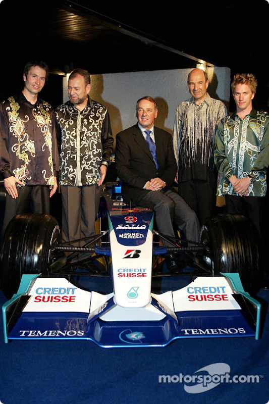 Heinz-Harald Frentzen, Peter Sauber and Nick Heidfeld wear local suits