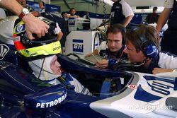 Ralf Schumacher, yarış mühendisi Gordon Day ve Sam Michael