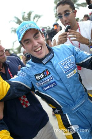 Pole: Kazanan Fernando Alonso kutlama yapıyor