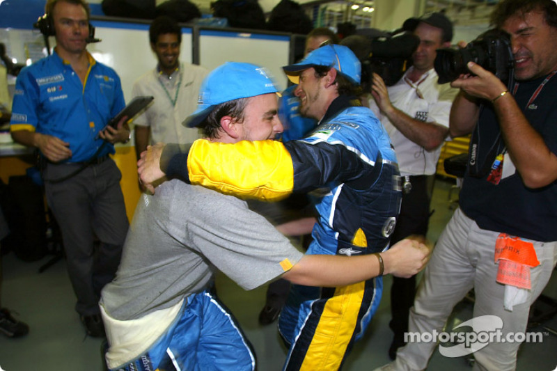 Fernando Alonso and Jarno Trulli celebrate first row