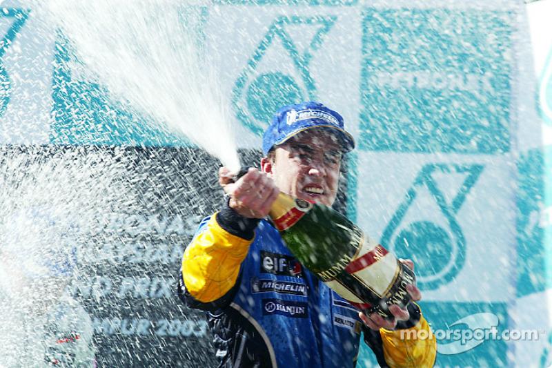 El podio: champaña para Fernando Alonso