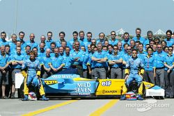 Family picture for Fernando Alonso, Jarno Trulli ve team Renault F1