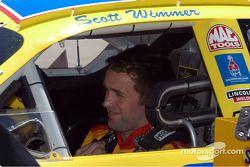 Scott Wimmer se alista para la práctica
