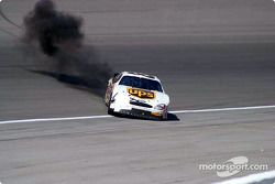 Dale Jarrett reinicia el motor