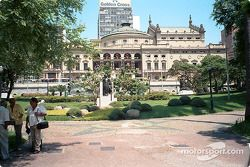 State Theater ve gardens, Sao Paulo
