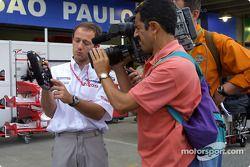 Cristiano da Matta explains Toyota direksiyon, Brazilian TV