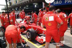 Simulación de parada de pits en el Equipo Ferrari