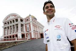 Antonio Pizzonia visita la famosa Casa de la Opera en Manaos
