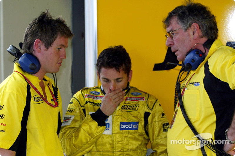 Race engineer Rob Smedley, Giancarlo Fisichella and Gary Anderson