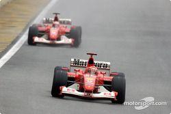 Michael Schumacher devant Rubens Barrichello