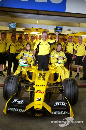 Eddie Jordan, Giancarlo Fisichella, Ralph Firman and the team celebrates Team Jordan 200th Grand Pr
