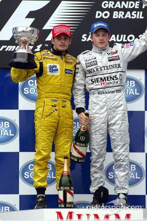 Podyum: Giancarlo Fisichella ve Yarış galibi Kimi Raikkonen