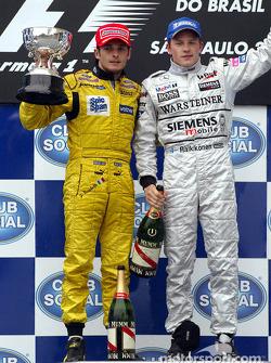 Podio: segundo lugar Giancarlo Fisichella y el ganador de la carrera Kimi Raikkonen